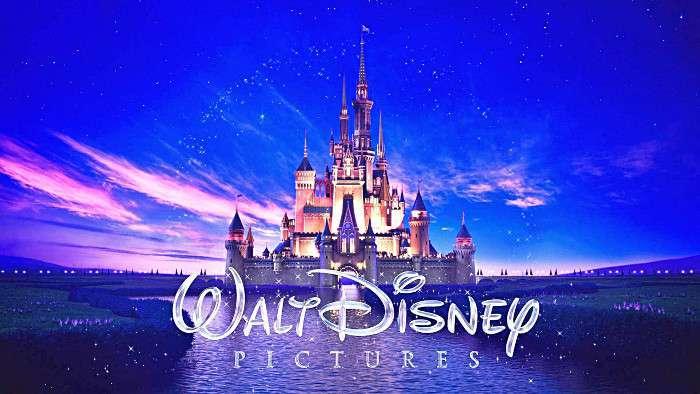 Tòa lâu đài lộng lẫy là biểu tượng của hãng Walt Disney