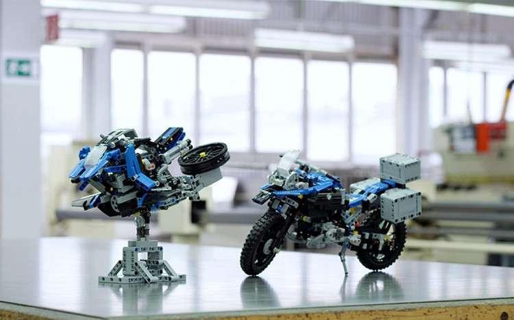 Lego Technic BMW R1200 GS Adventure