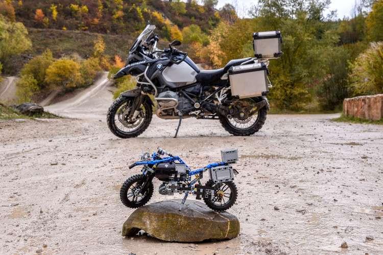 Lego phát hiện ra rằng 603 mảnh ghép đó có thể lắp thành một chiếc moto bay của tương lai