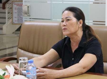 Bà Trần Thị Nhung thừa nhận đã bắt chẹt khách du lịch. Ảnh: Giang Chinh
