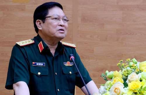 Đại tướng Ngô Xuân Lịch báo cáo tình hình quốc phòng với các tướng lĩnh. Ảnh: HT