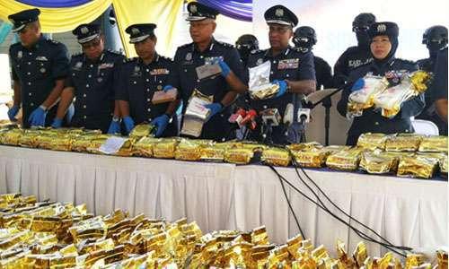 Hải quan Malaysia đưa ra hơn một tấn ma túy đá trong cuộc họp báo hôm 28/8 tại Nilai, Malaysia. Ảnh: Reuters.