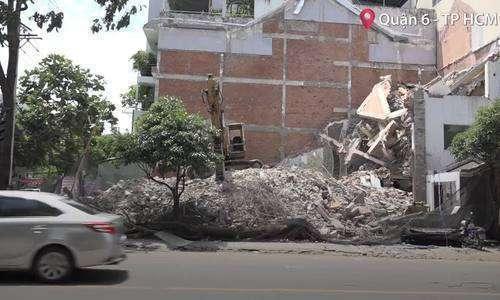 Nhà hai tầng đang tháo dỡ ở TP HCM sập đổ, một người tử vong