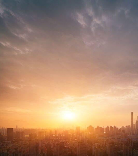 hình ảnh nắng giữa thành phố rộng lớn