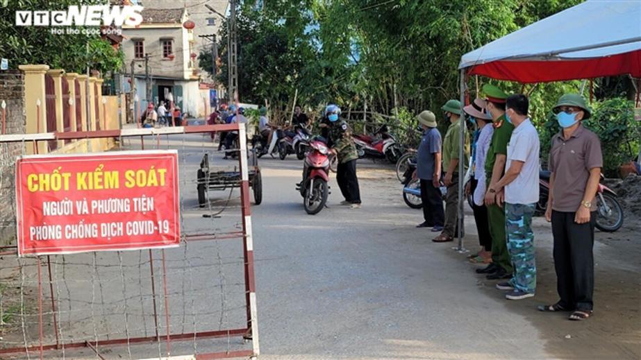 """Chốt kiểm soát dịch bệnh COVID-19 tại """"ổ dịch"""" Mão Điền, huyện Thuận Thành (Bắc Ninh)."""