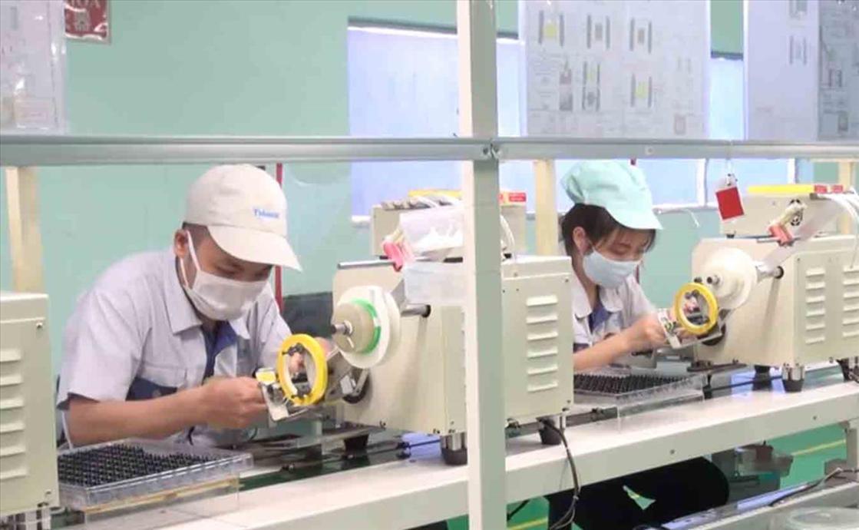 Công nhân làm việc tại KCN Đại Đồng (Bắc Ninh). Ảnh: PV.